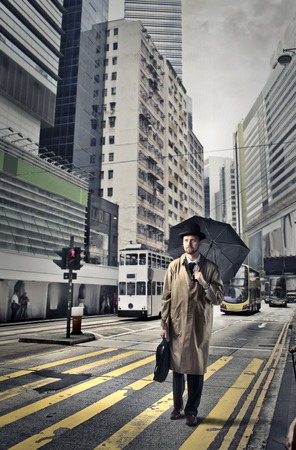 atmosfera: English businessman in a rainy day
