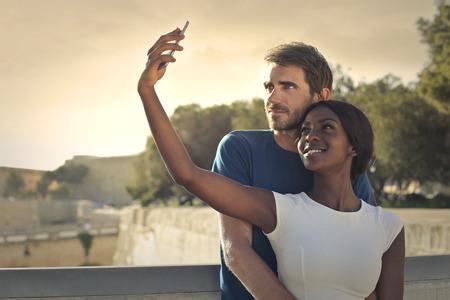persone nere: Coppie che fanno un selfie Archivio Fotografico