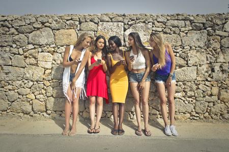 Cinq filles t'chat