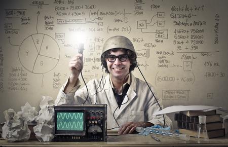 Naukowiec robi eksperyment