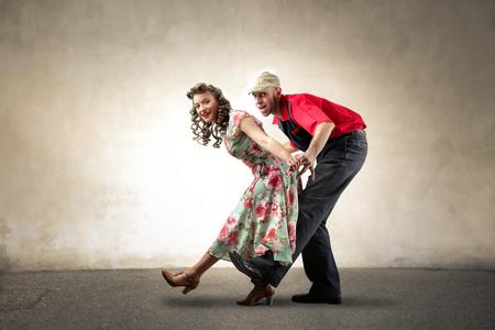Ein paar tanzt zusammen