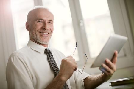 Gelukkige oude zakenman Stockfoto