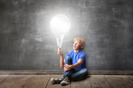 lamp light: Genius student has an idea