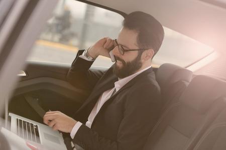 Geschäftsleute hören nie auf zu arbeiten