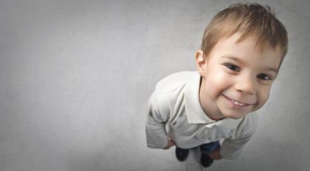 Ein kleines lächelndes Kind Standard-Bild