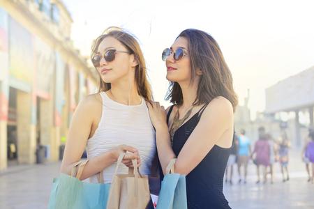 Frauen sind einkaufen
