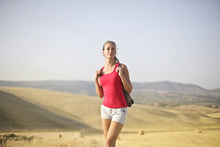Girl walking in the countryside Banco de Imagens - 94682502