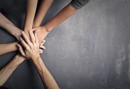 Les mains l'une sur l'autre Banque d'images - 94645072