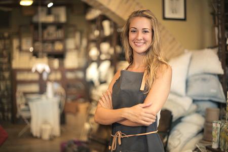 笑顔の職人の女の子の肖像 写真素材
