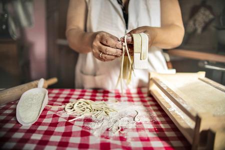 Det a womans hands cooking homemade pasta