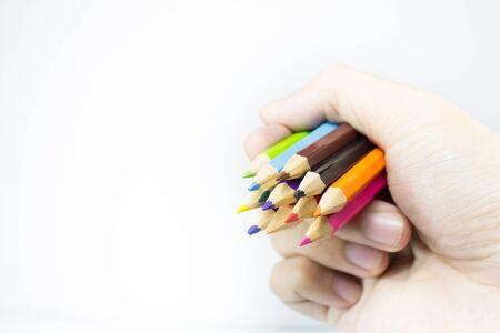 color in: lápices de colores en la mano aislados en el diseño de fondo