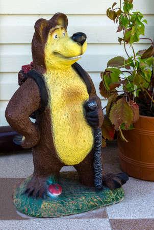 resin: Decorative statue of bear traveler
