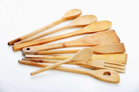 Todo tipo de cucharas de cocina hecha de madera sobre el fondo blanco Foto de archivo - 8426985