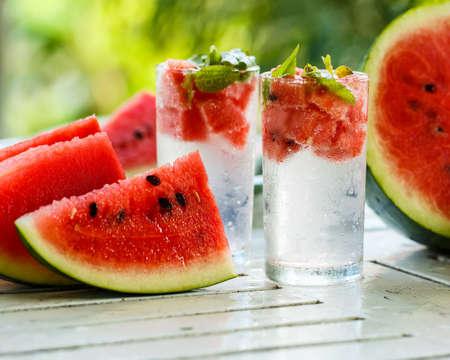 Detox Wasser mit Wassermelone und Minze Standard-Bild