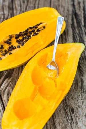 l agriculture: Papaya on wooden board