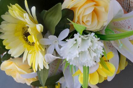 put together: Put together a bouquet of paper flowers to decorate. Stock Photo