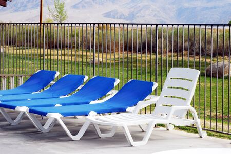 chillout: Relaxing poolside chairs