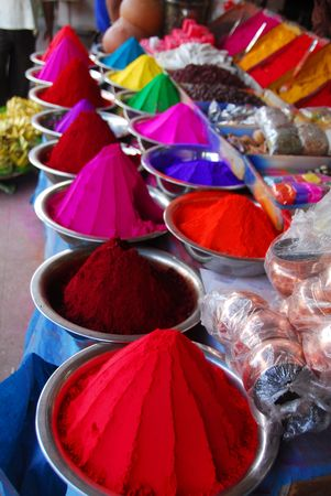 축제의: Color powder on sale to celebrate Holi Festival