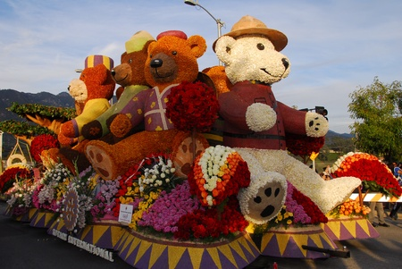 tournament of roses: PASADENA, CAUSA - JANUARY 1: Rotary International Building Communities Bridging Continents Teddy Bear Float at the 122nd tournament of roses Rose Parade on January 1 2011 in Pasadena California