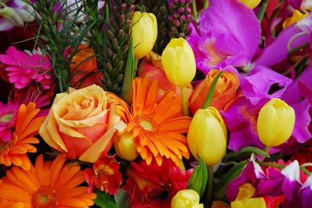 bouquet de flor de tulip�n de Margarita Rosa naranja amarillo Foto de archivo - 9561055