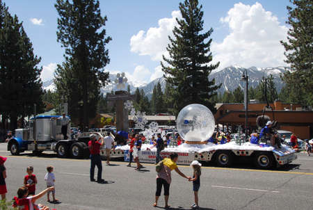 mammoth lakes: MAMMOTH LAKES, CAUSA - JULY 4 2011: Independence Day Parade Float featuring record breaking snowfall for the year Editorial