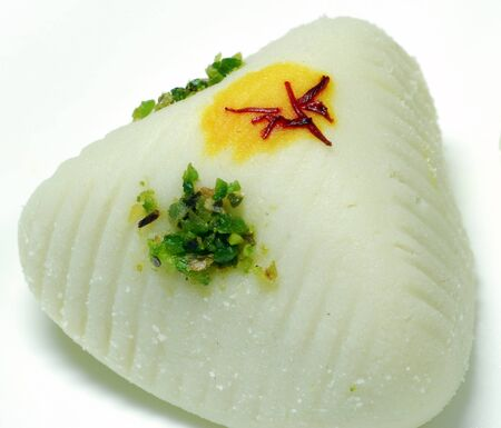 bengali: Isolated white Indian sweet made from milk and decorated with saffron