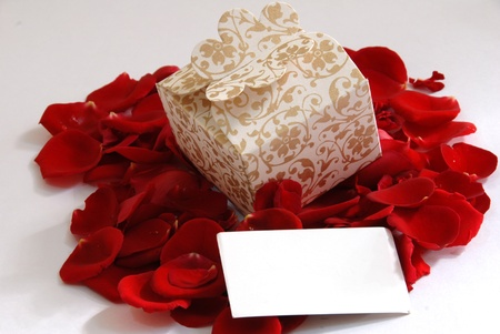 white valentine pearl gift box on rose flower petals Stock Photo - 10268461