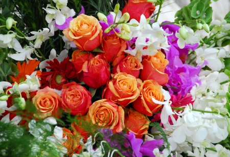 Wedding Rose bouquet with red and orange roses and orchids flowers Banco de Imagens