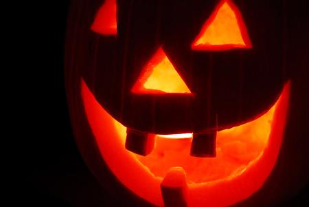 carving pumpkin: scary decoraci�n calabaza talla hecha para halloween