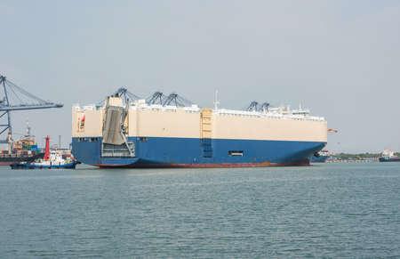 carrying: Cargo ship carrying cars
