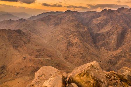 monte sinai: Vista desde el Monte Sinaí. Egipto.