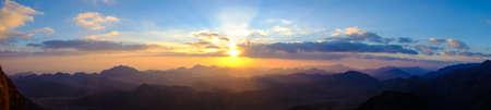 monte sinai: Salida del sol increíble en Moisés (Sinaí) Montaña Foto de archivo
