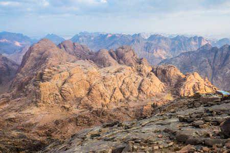 monte sinai: Vista desde el Monte Sinaí en Egipto.