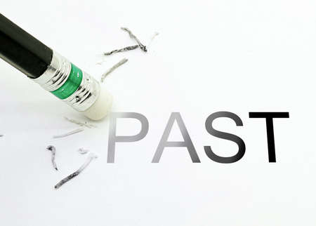 鉛筆の消しゴムを過去テキスト消去します。