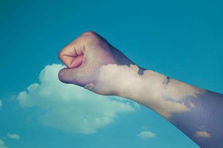 fend: mano doppia esposizione cielo di sfondo Archivio Fotografico