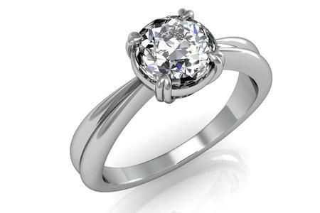ring engagement: Anillo de joyer�a en un fondo blanco. Foto de archivo