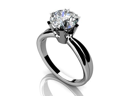anillo de compromiso: Anillo de bodas en un fondo blanco. Foto de archivo