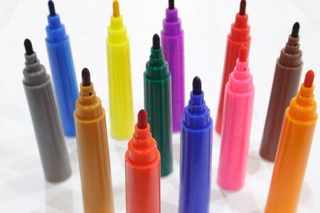 Close-up de couleur avec des marqueurs permanents caps off