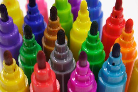 Close-up de couleur marqueurs permanents avec plafonds de r�duction