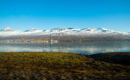 The scenery view of snowcap mountains range in the fjord of East Iceland. 免版税图像