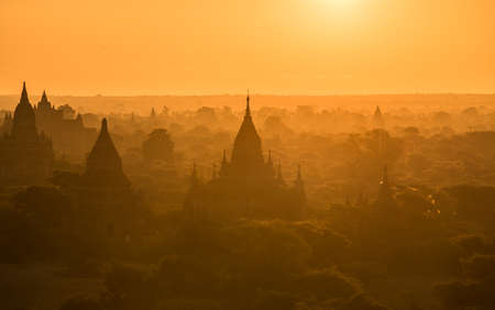 Sunrise at Bagan the old archaeology zone in Myanmar 免版税图像