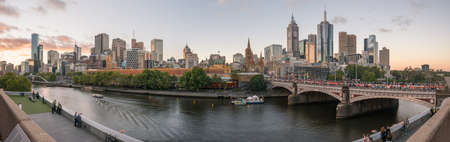 Melbourne cityscape during the White Night festival in the evening with panorama view. 免版税图像