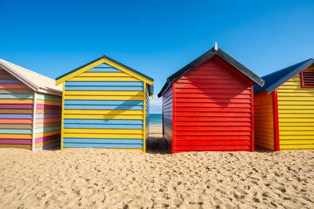 Bathing boxes on Dendy Street Beach, Brighton beach of Melbourne town of Australia. Brighton Beach is famous for its strip of rainbow-coloured bathing boxes. 免版税图像
