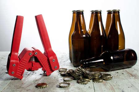 병 뚜껑, 뚜껑, 빈 병을 비롯한 병 맥주 공급