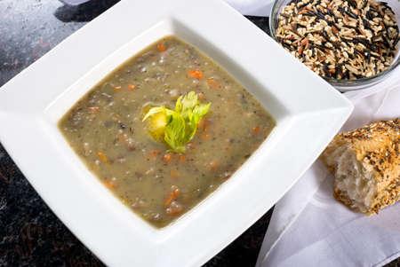 Plato de arroz salvaje y la sopa de zanahoria Foto de archivo - 27985596