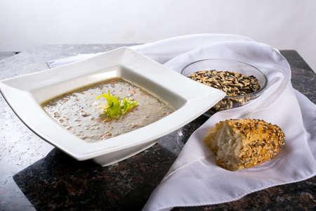 Plato de arroz salvaje y la sopa de zanahoria Foto de archivo - 27985597