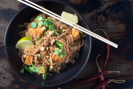 채식 패드 태국 국수 그릇 스톡 콘텐츠