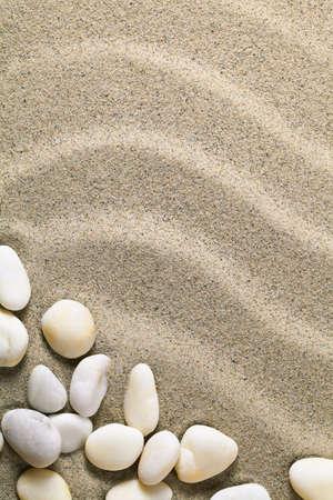 Fondo di sabbia con pietre per l'estate. Spiaggia di sabbia texture. Macro colpo. Copiare lo spazio Archivio Fotografico - 19055705