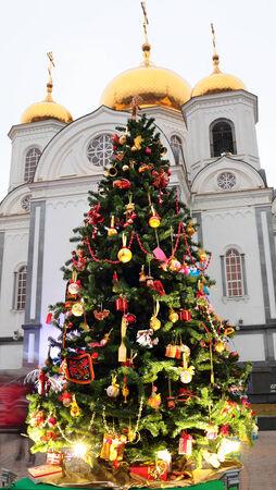 unconventional: Krasnodar - Russia, 2014, 1 gennaio, l'arte non convenzionale albero di Natale a Krasnodar, Russia