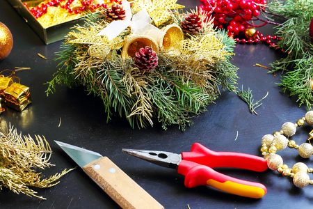 Tools and decorations for making christmas wreath Imagens